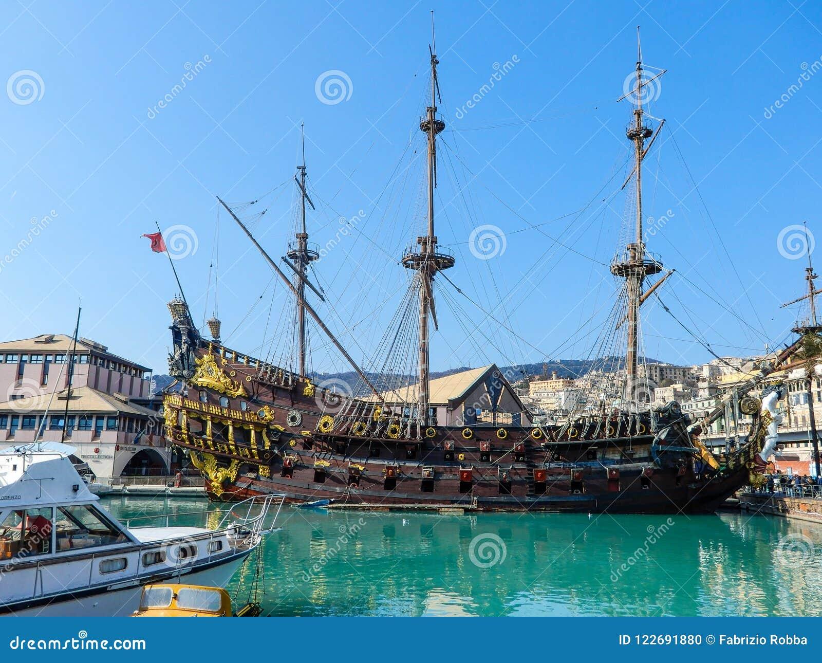 Bateau de pirate de Galeone Neptune en port de Genoa Porto Antico Old, Italie