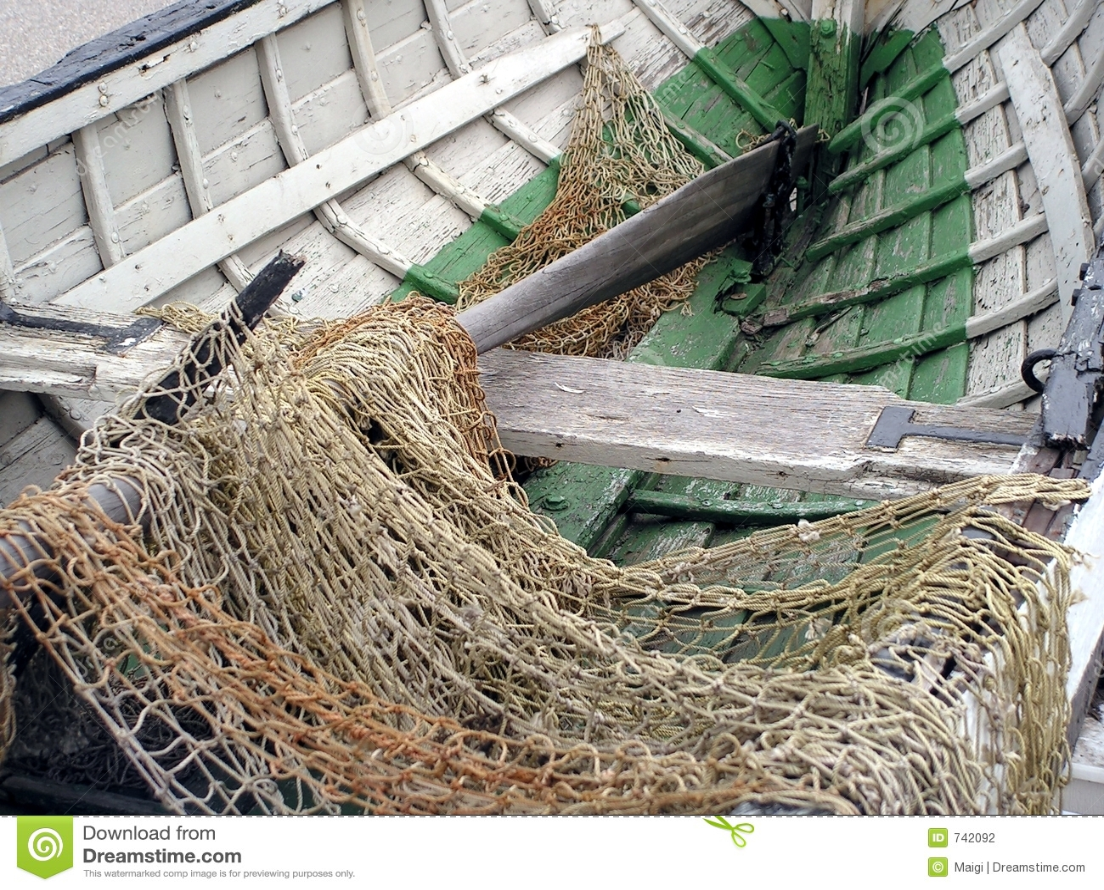 Bateau et réseau de pêche