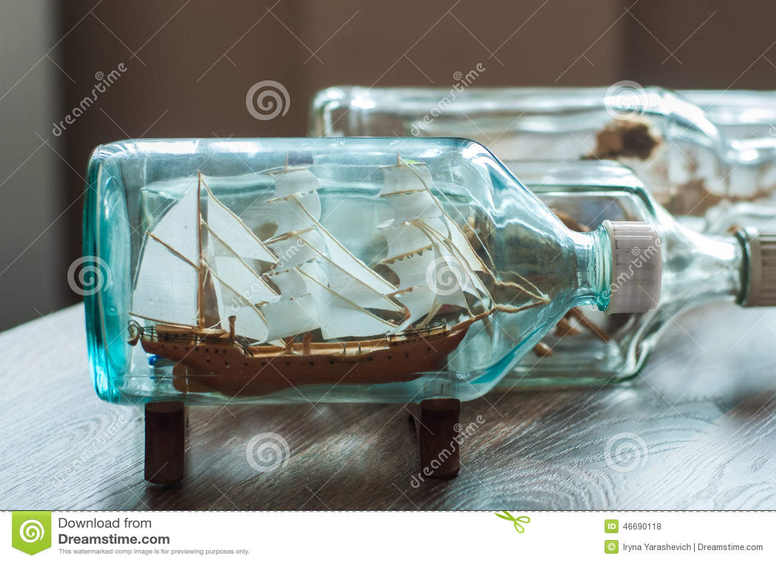 Bateau fait main dans une bouteille