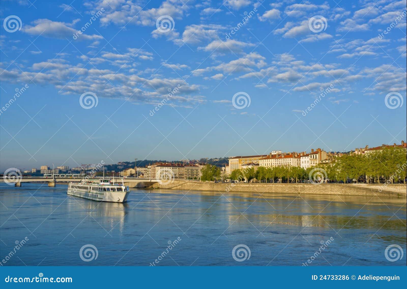 Bateau sur le fleuve de Rhône, Lyon France