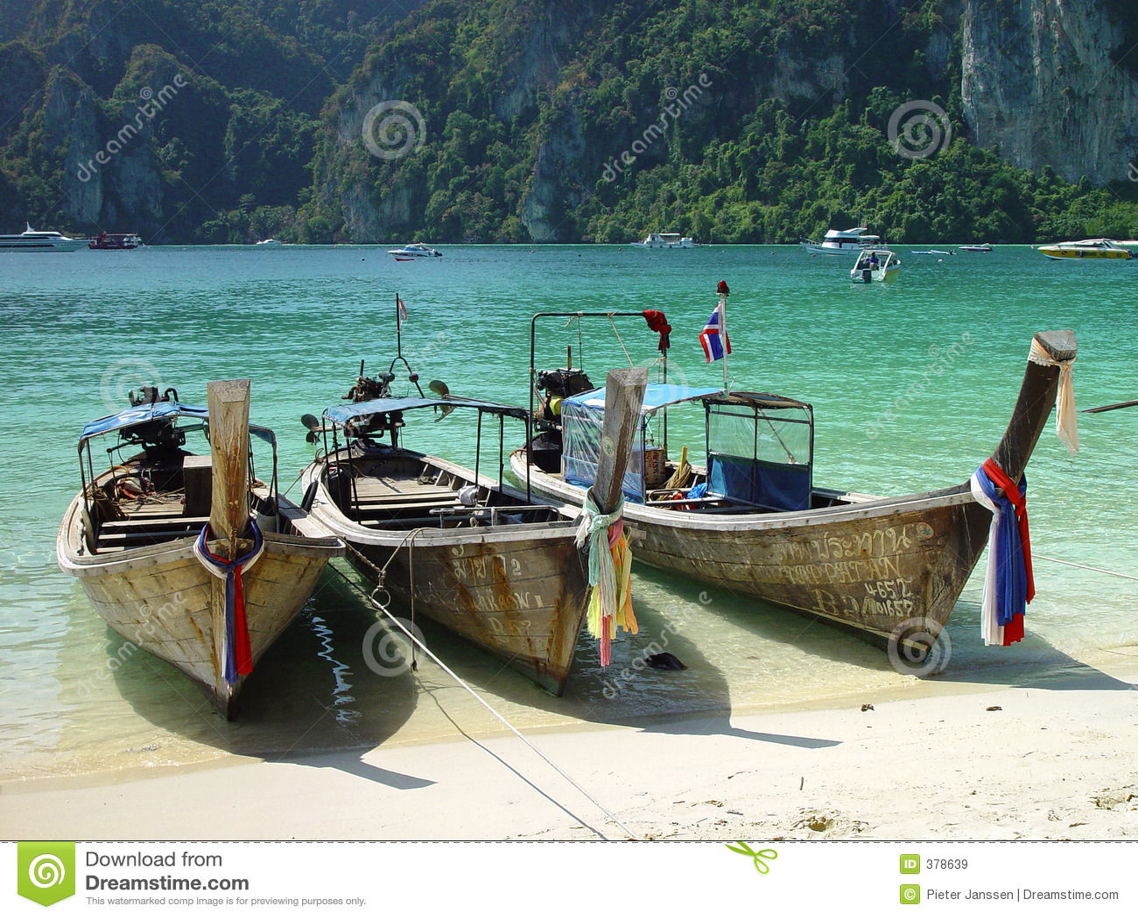 Bateaux à la plage de phi de phi