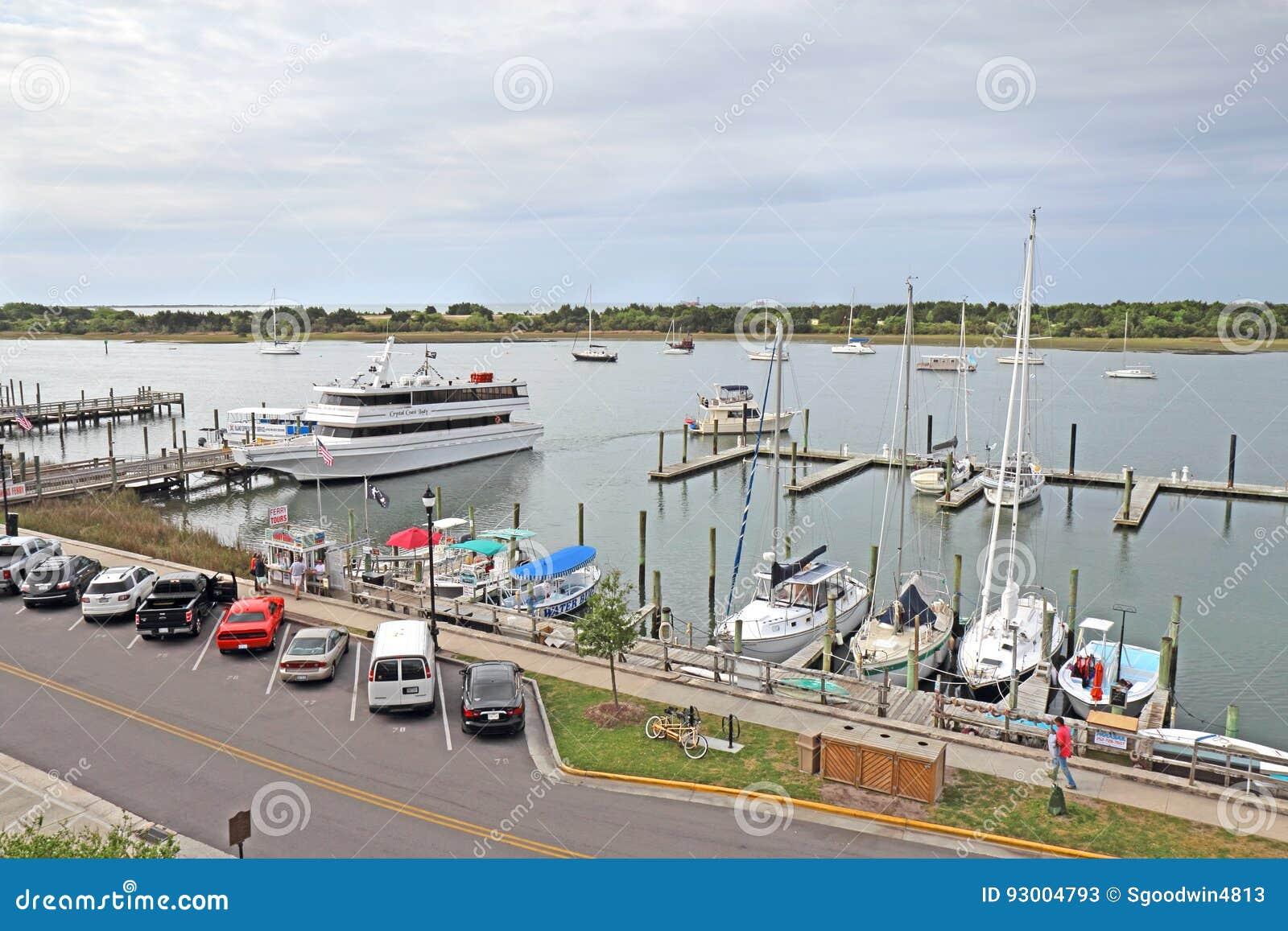 Bateaux dans la marina sur Front Street dans Beaufort du centre, nord