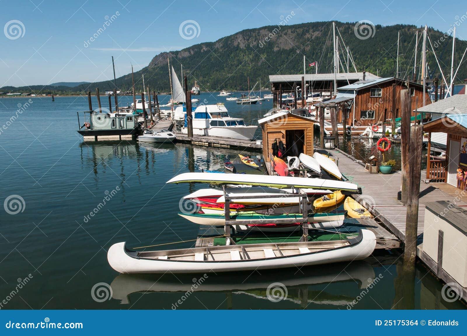 Bateaux dans le port sur l île de Vancouver