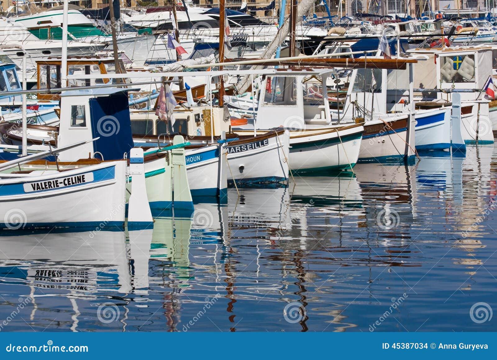 Bateaux dans le vieux port marseille image stock - Promenade bateau marseille vieux port ...
