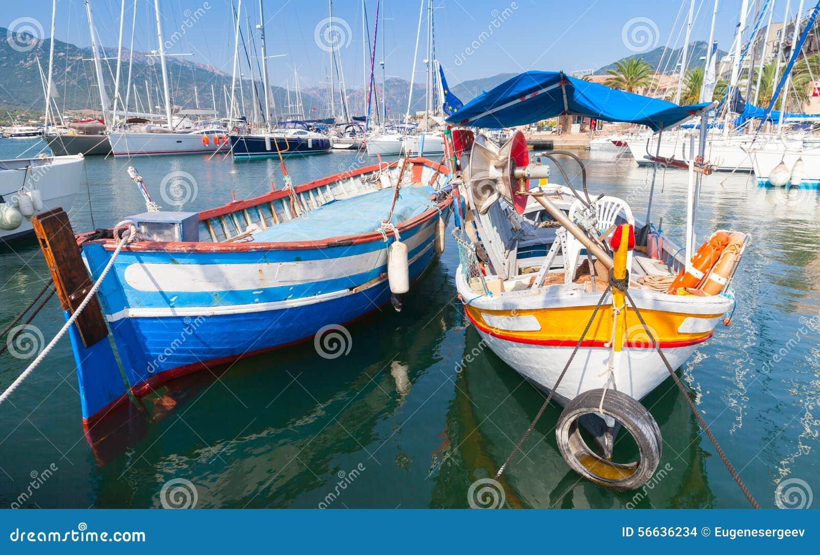 bateau de peche en bois