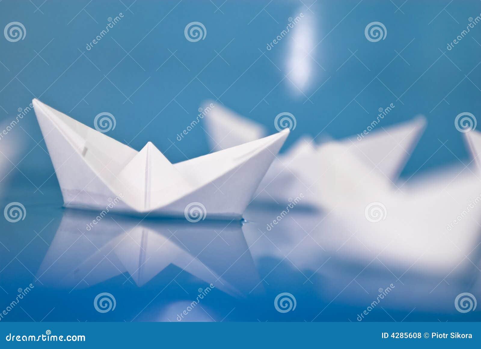 bateaux de papier d 39 origami photo stock image du macro bateau 4285608. Black Bedroom Furniture Sets. Home Design Ideas