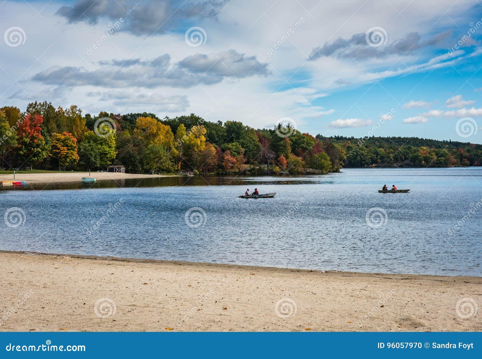 Bateaux de rangée - parc d état de Taghkanic de lac - Ancram, NY