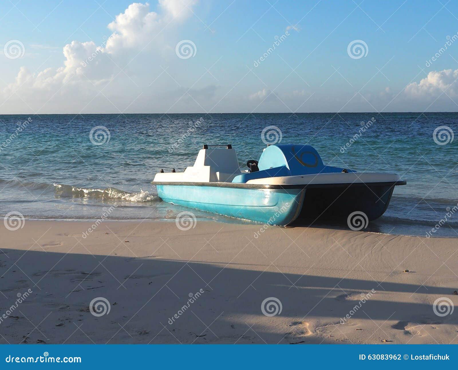 Download Bateaux du Cuba photo stock. Image du océan, atlantique - 63083962