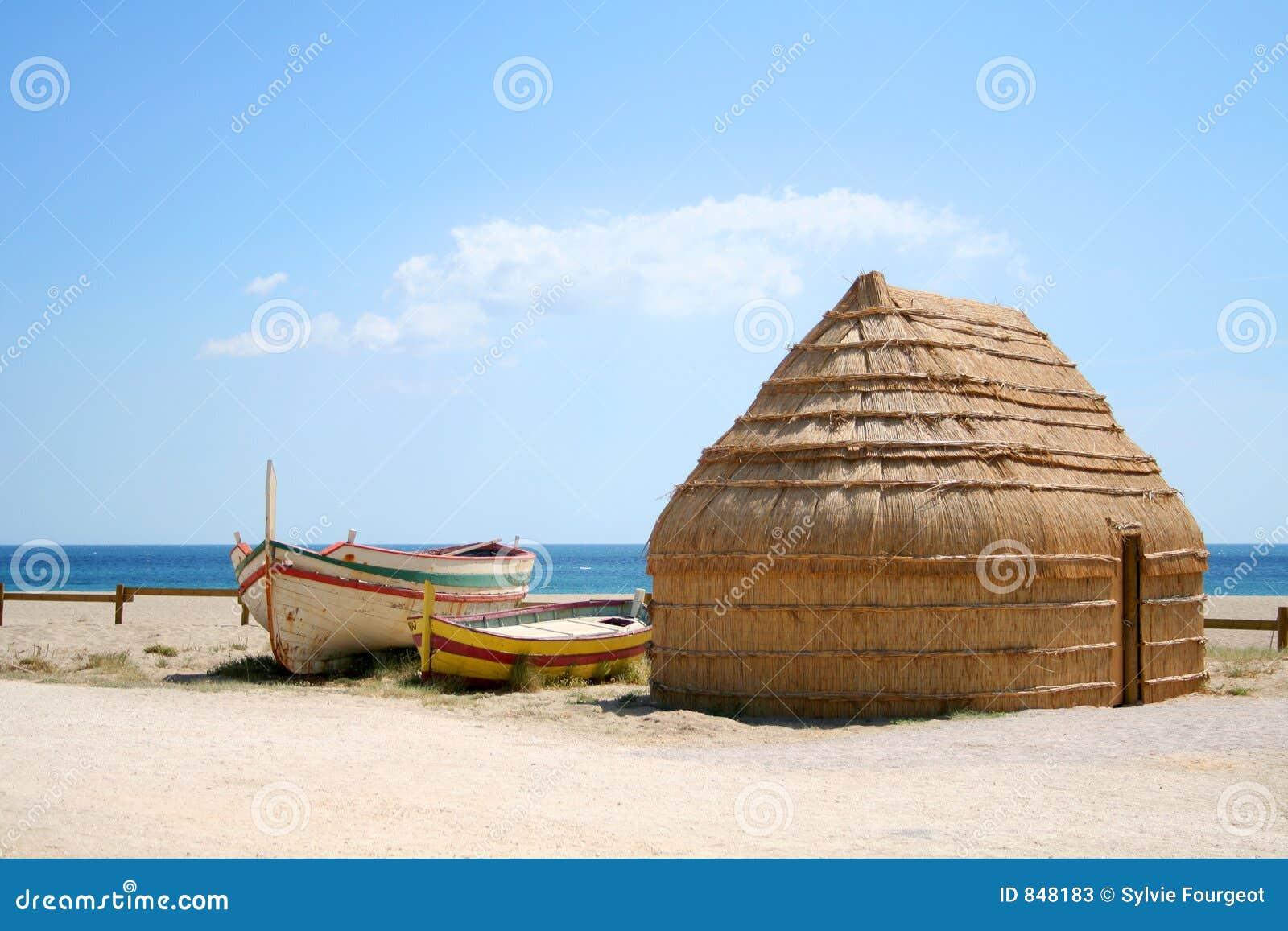 Bateaux et hutte de pêcheur.