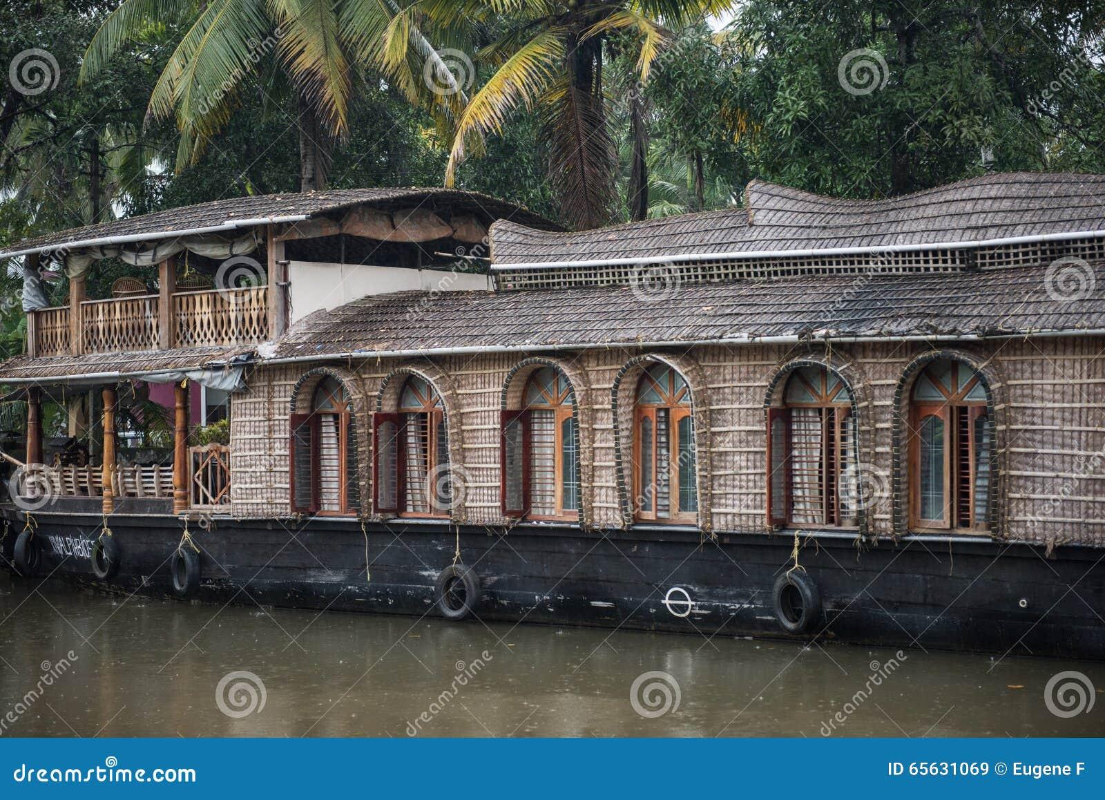 Bateaux-maison accouplés sur le lac Vembanad