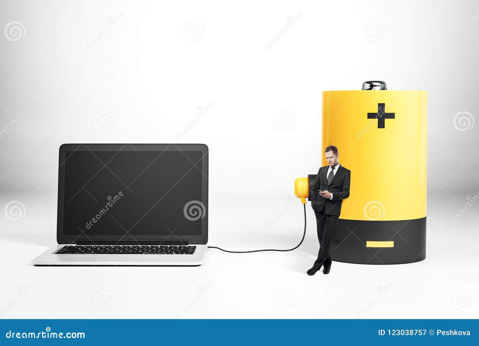 Bateryjny ładuje pusty laptop