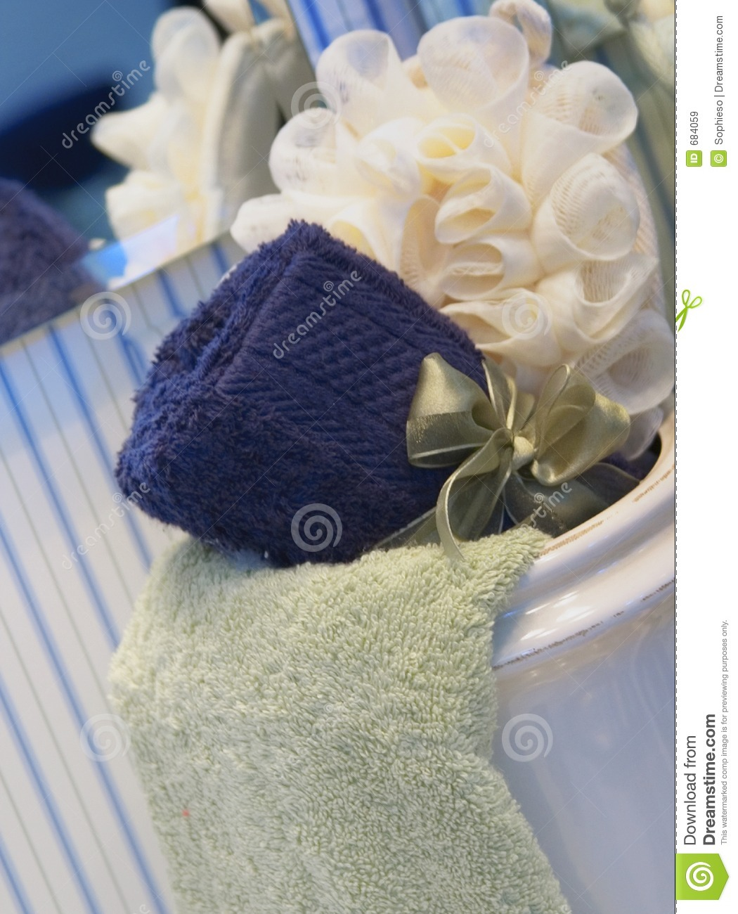 Spa Towels By Kassafina: Bath Flower And Towels Royalty Free Stock Images