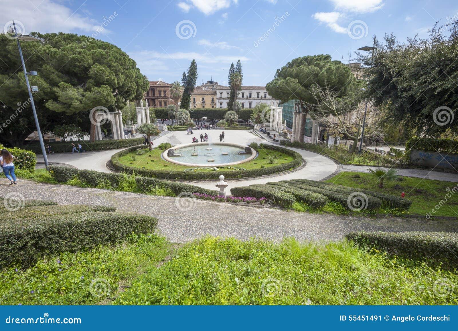 Bath swan fountain giardino bellini catania sicily for Torrisi arredi giardino catania
