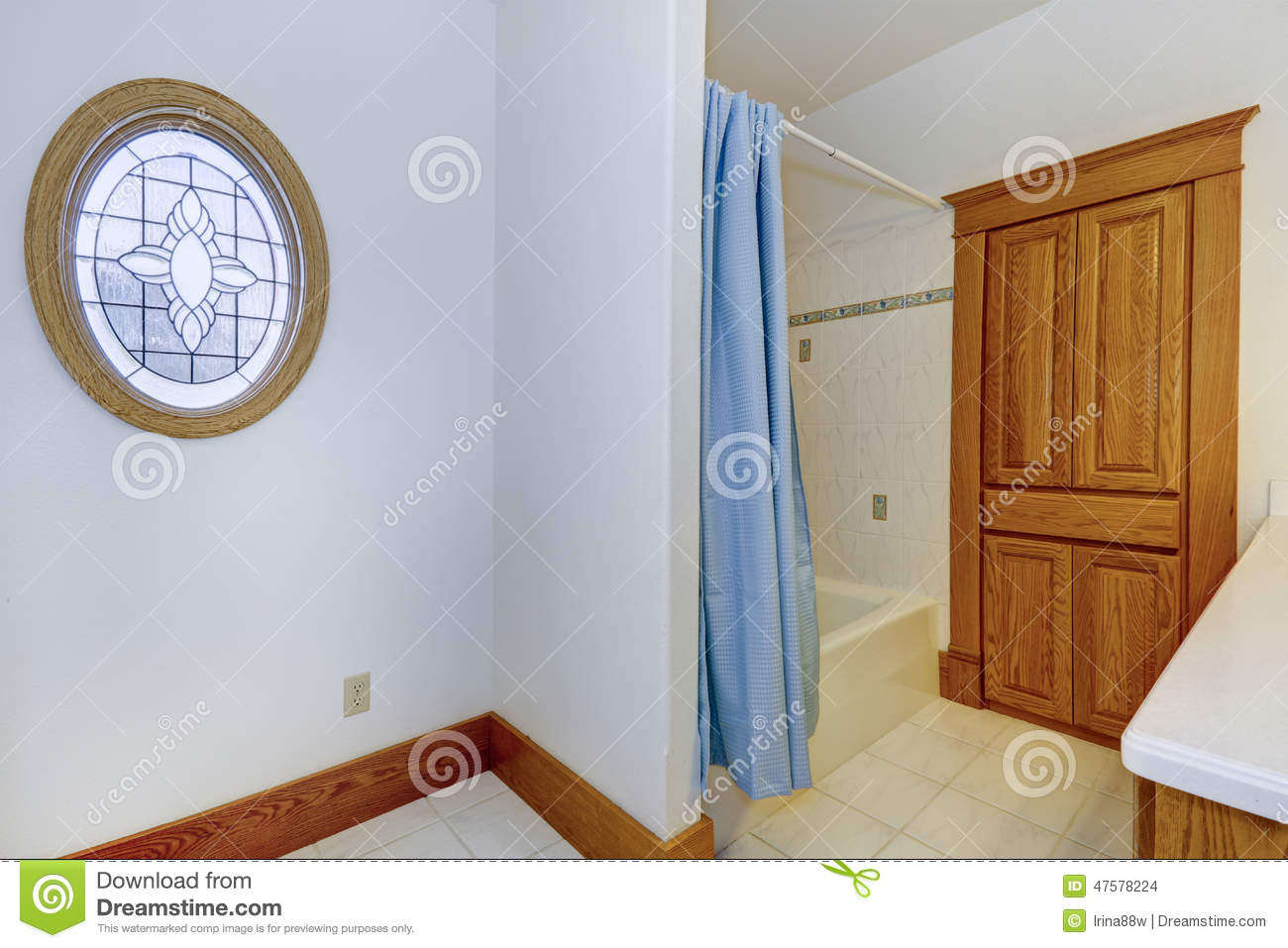 Bathroom Interior In Old American House Stock Photo - Image of ...