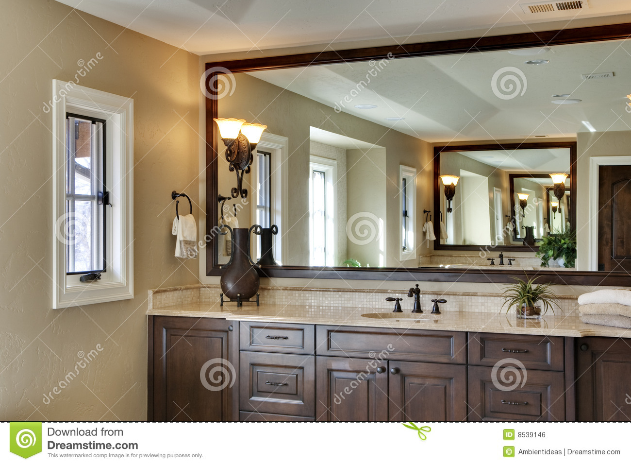 Bathroom with large mirror royalty free stock image for Salle de bain 1m de large
