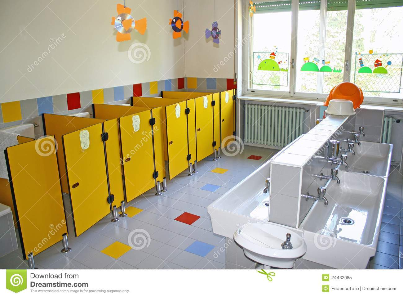 Art Small Interior : Preschool Bathroom