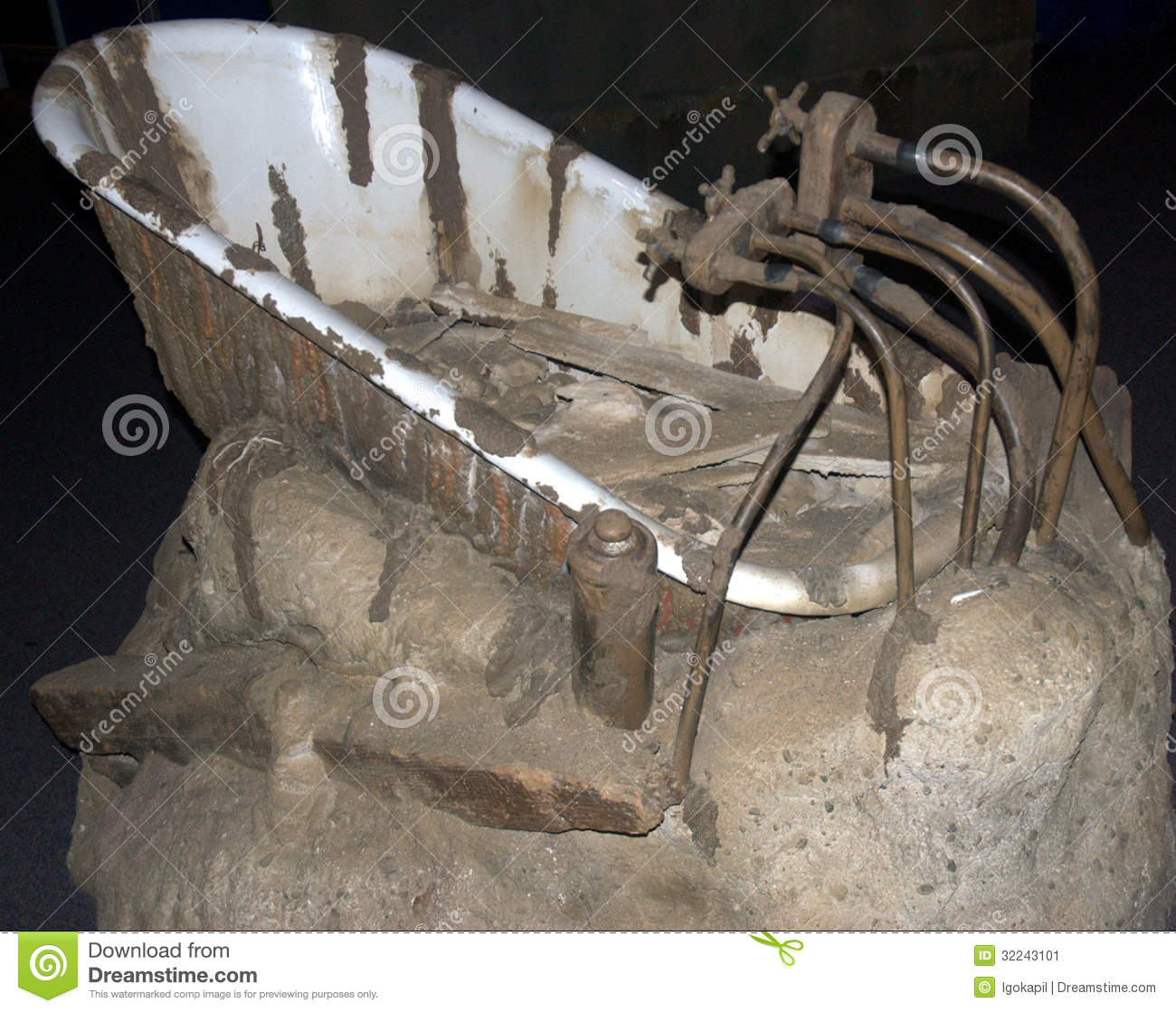 Real bathtub from Titanic s cabin ,now as memorial artifact to those ...