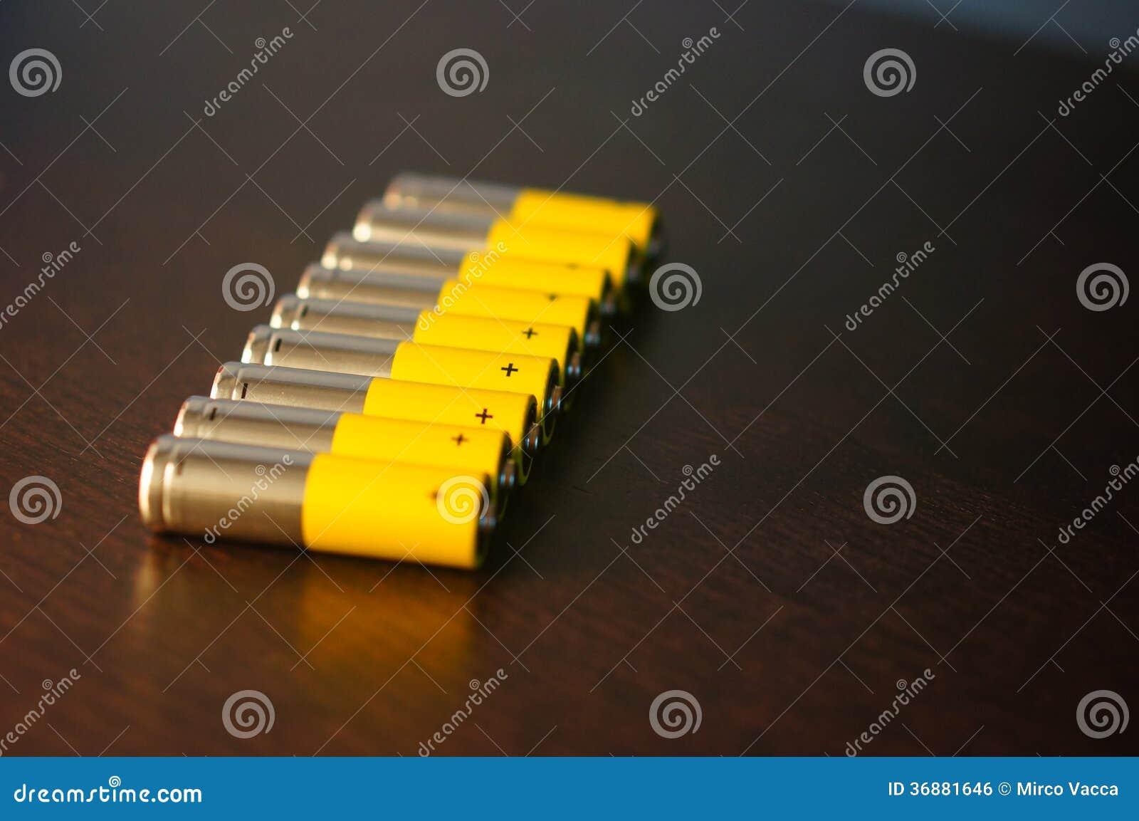 Download Batterie AA fotografia stock. Immagine di sigaretta, sorgente - 36881646