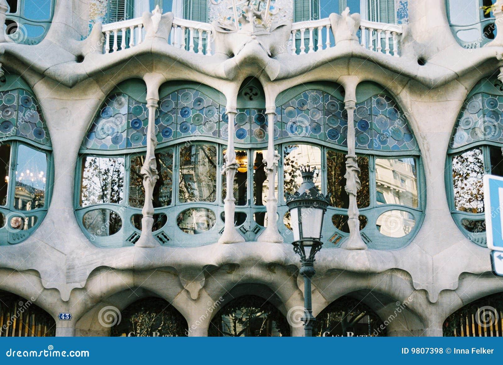 Battlo delle case di gaudi fotografie stock libere da for Fotografie di case