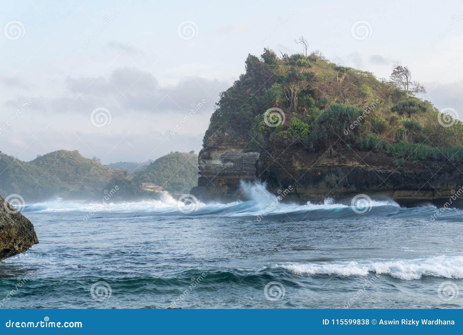 Batu Bengkung plaża Malang Indonezja