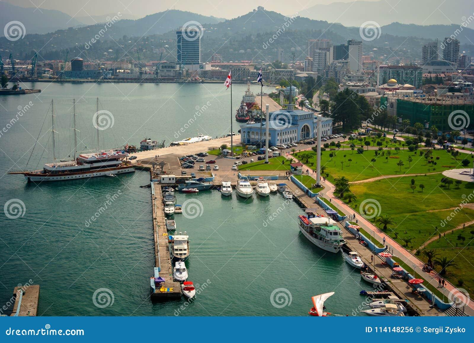 Batumi havsport med fartyg och passagerarterminalen georgia