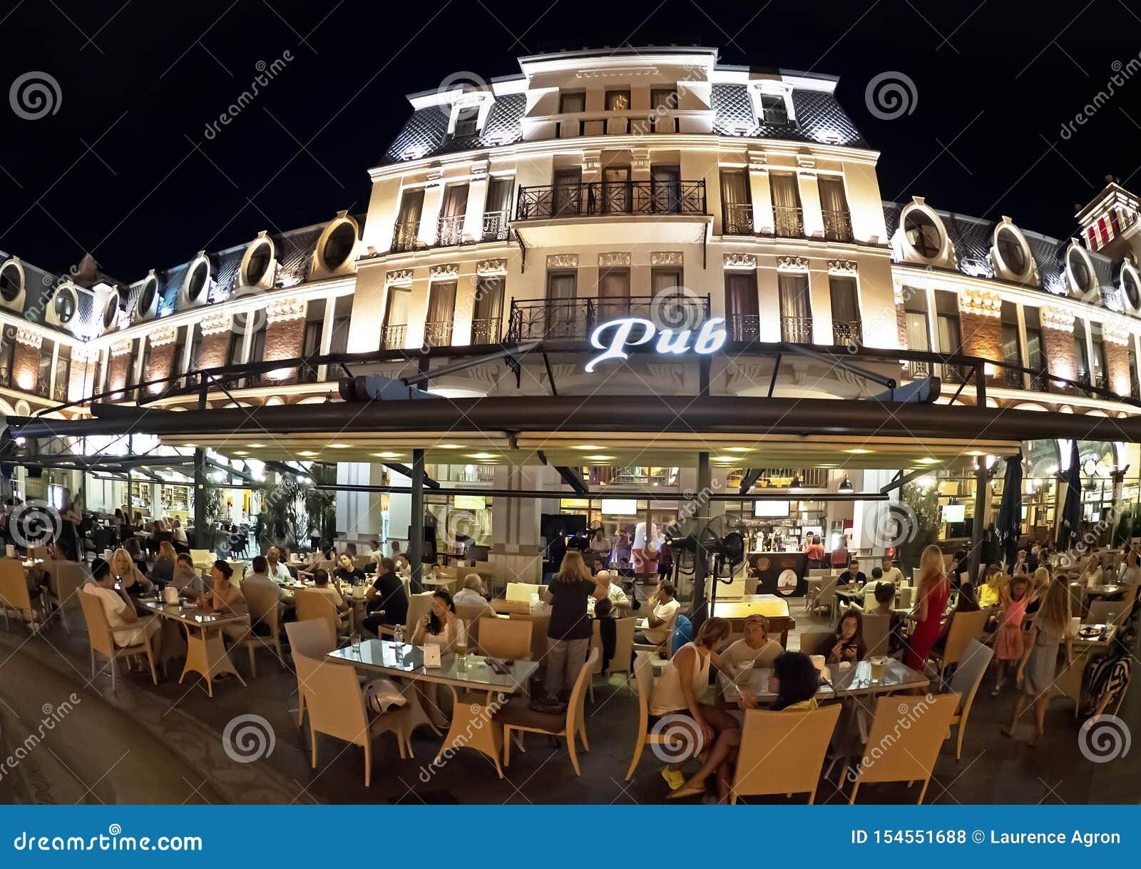Batumi piazza på natten