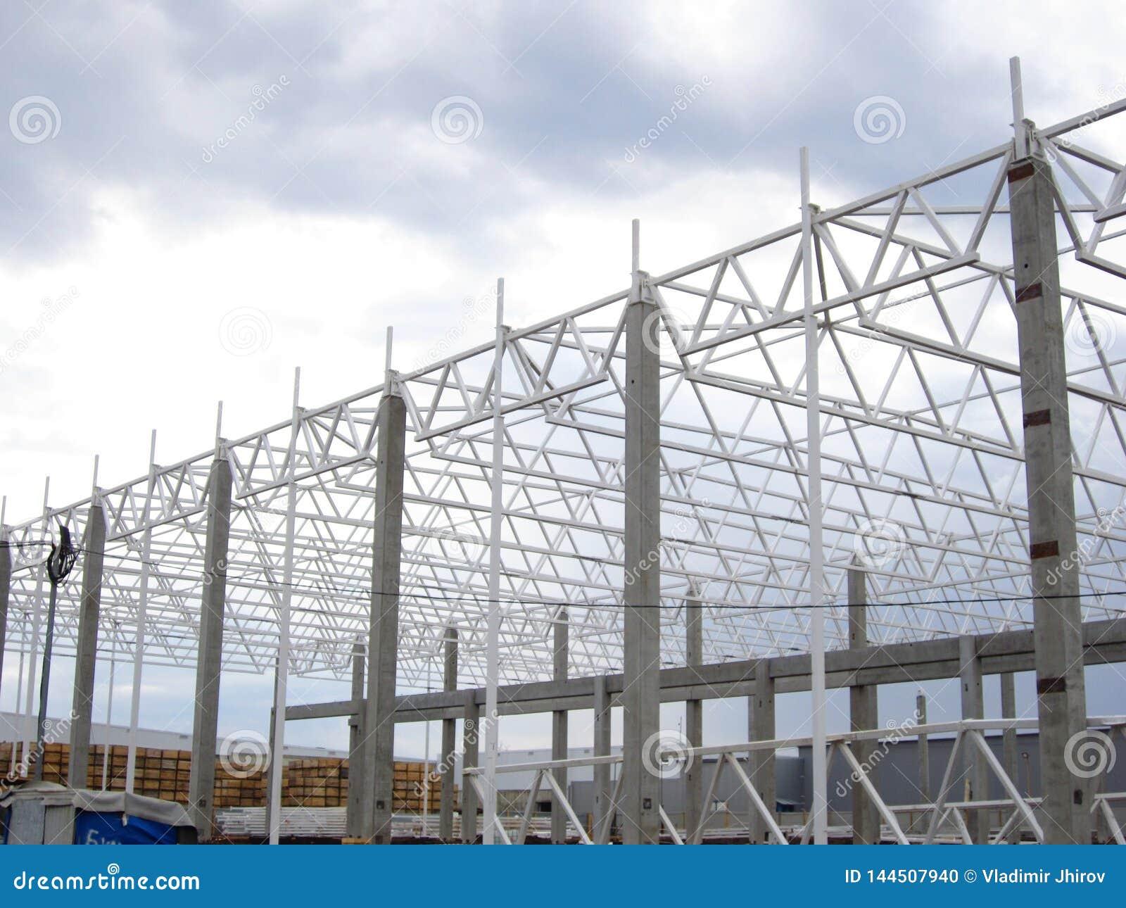 Bau einer Metallrahmenanlage