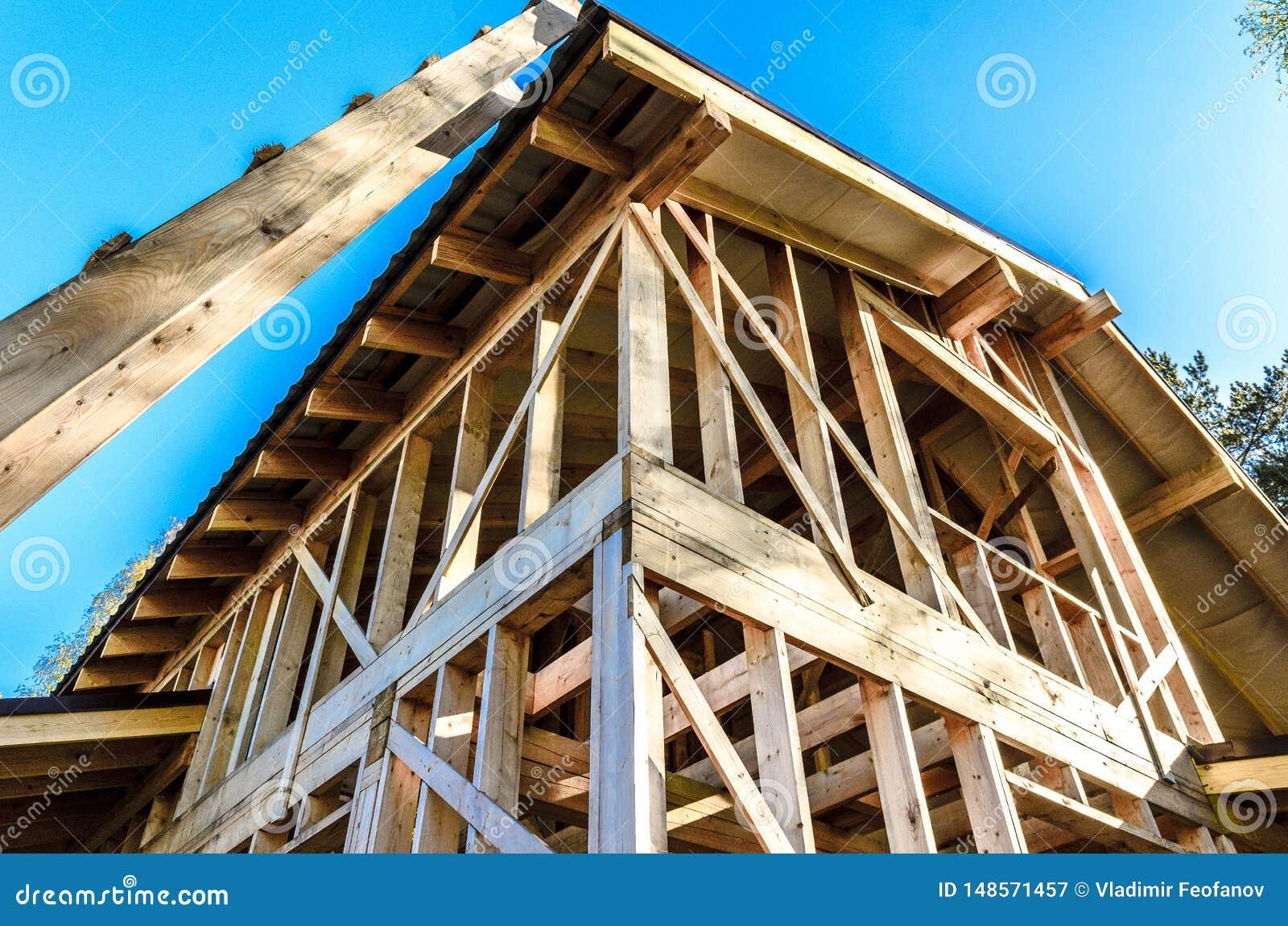 Bau und Reparatur eines privaten Rahmenhauses des Landes,