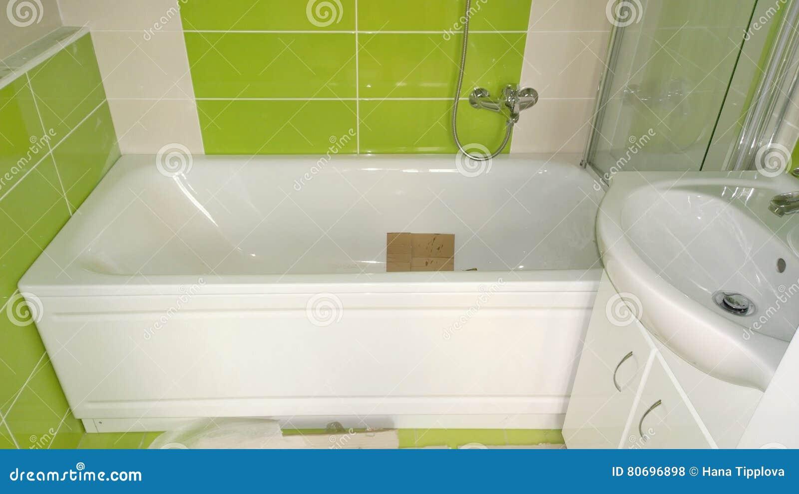Bauarbeit In Der Wohnung, Installation Badezimmer Stockfoto - Bild ...