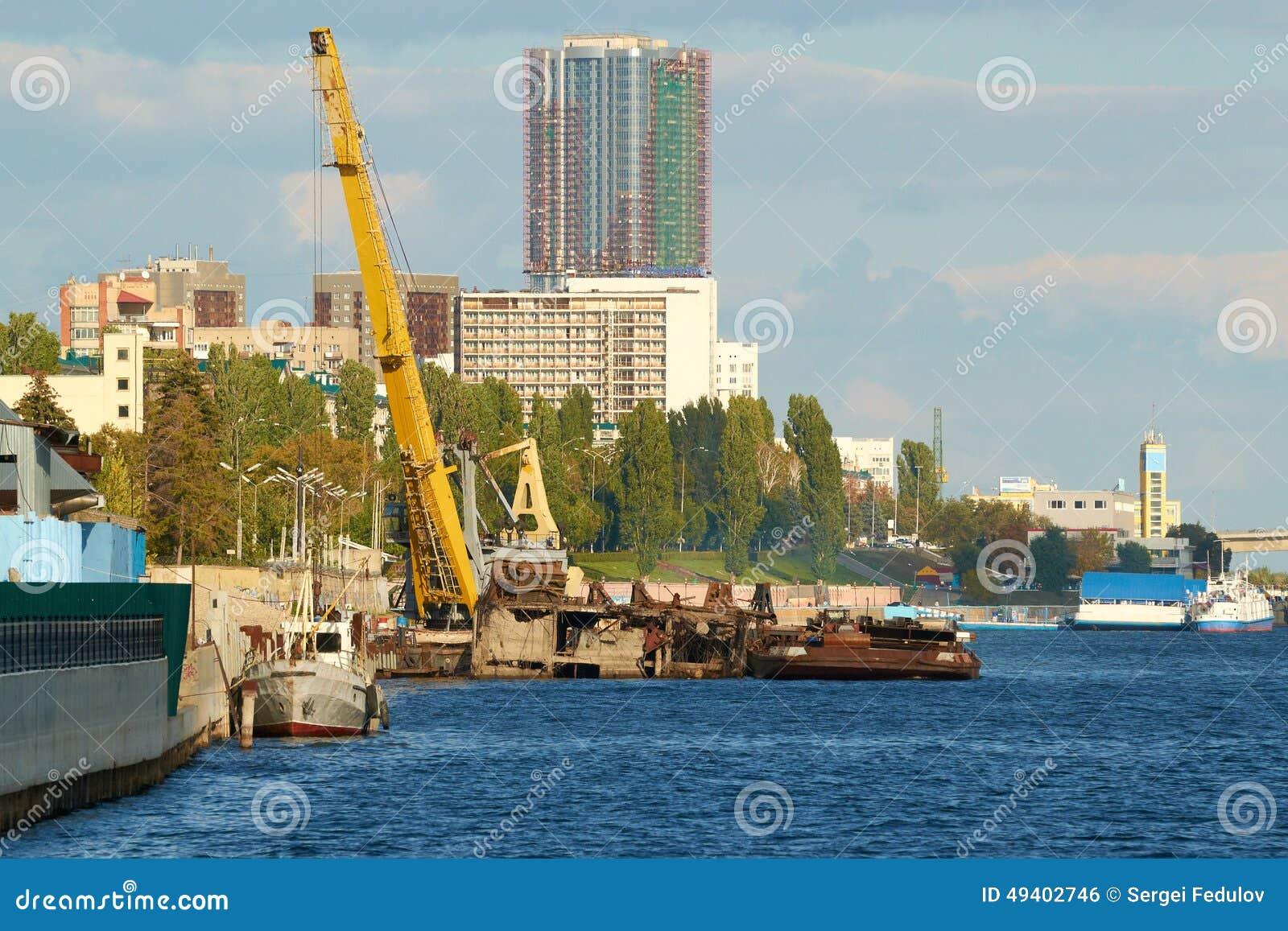 Download Bauarbeit Am Hafendockkran Horizontal Stockfoto - Bild von entwicklung, seilzüge: 49402746