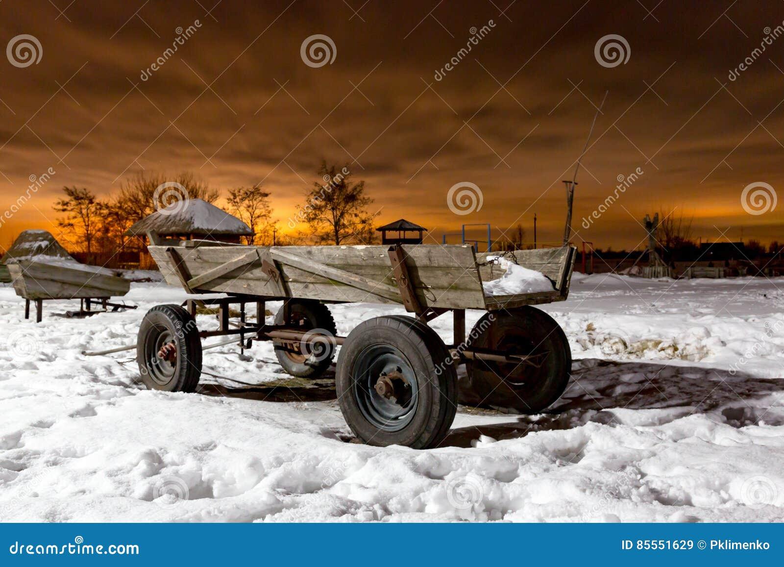 Bauernhoflastwagen am Abend