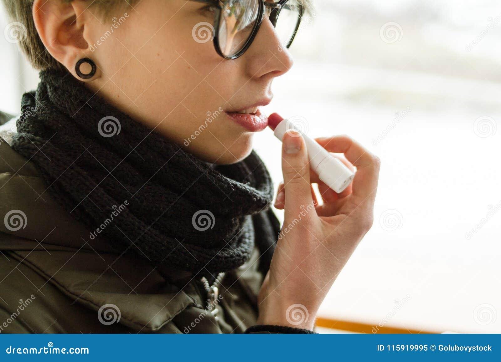 Baume à lèvres courant de fille de produit de soin cosmétique de beauté
