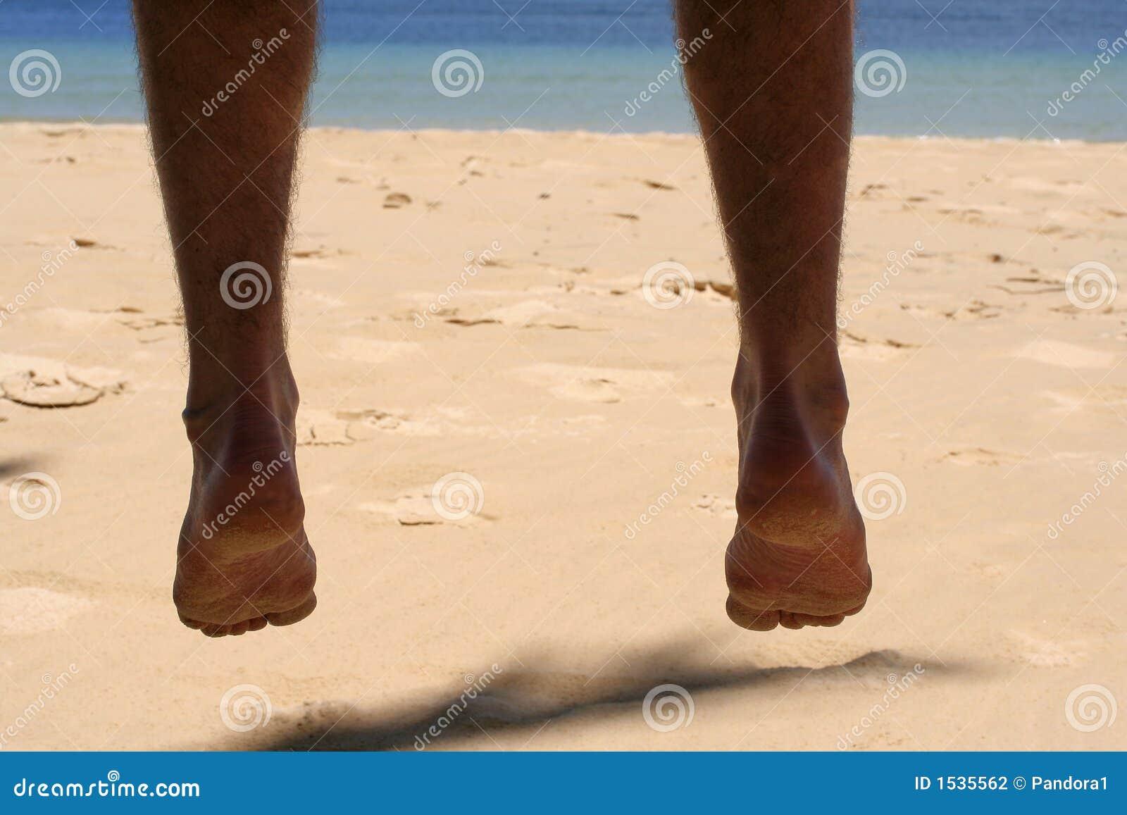 Baumelnde Füße
