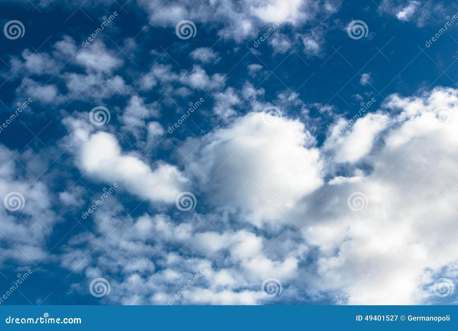 Download Baumwollblauer Himmel stockbild. Bild von papiere, respekt - 49401527