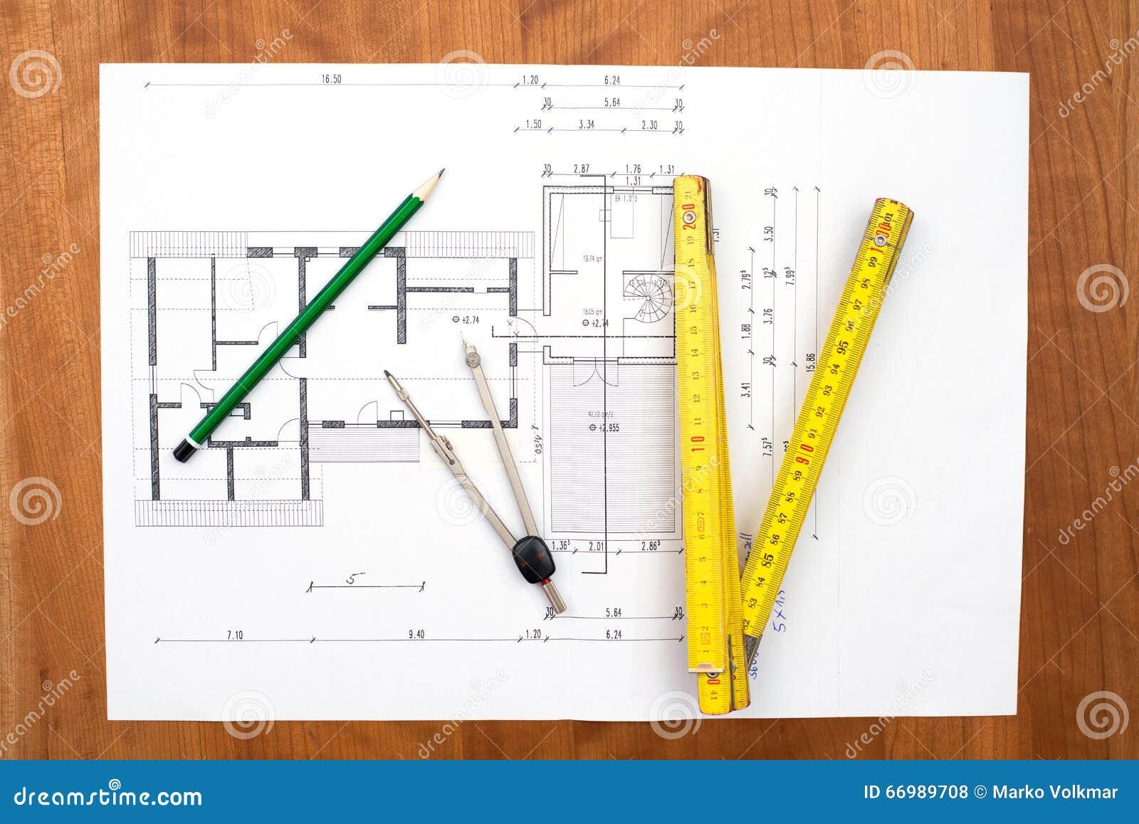 Fußboden Aus Packpapier ~ Bauplan mit bleistift faltendem maßstab und kompass stockfoto