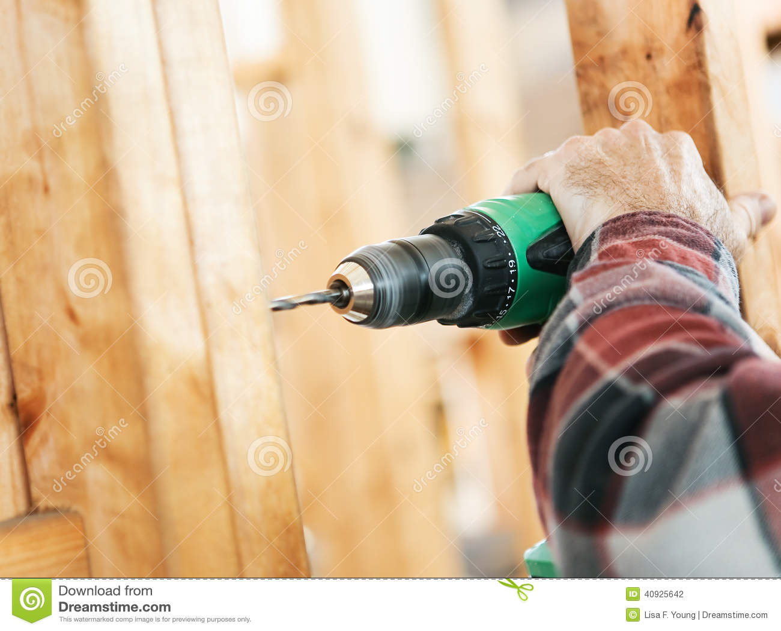 Baustelle - bohrend