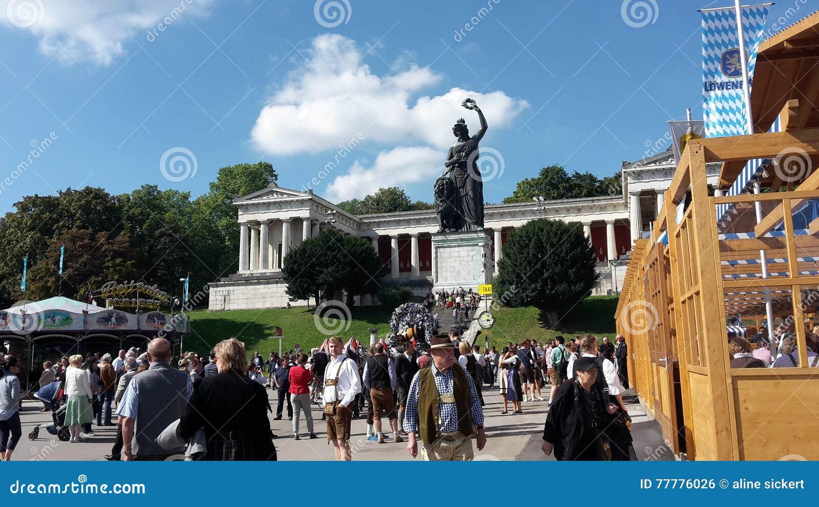 statua all'oktoberfest
