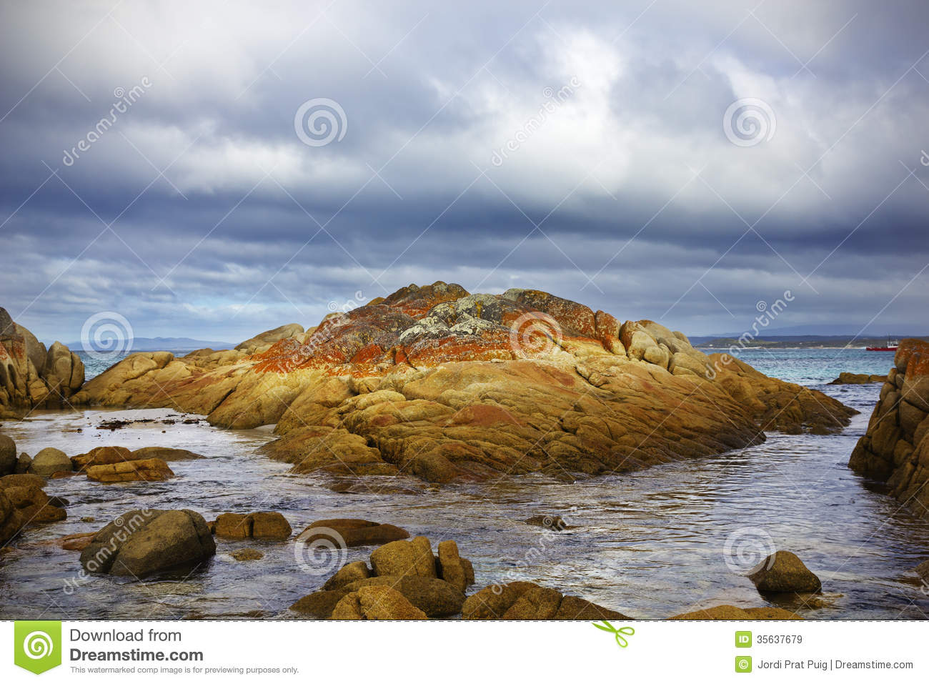 Bay of fires royalty free stock images image 35637679 for Landscaping rocks tasmania