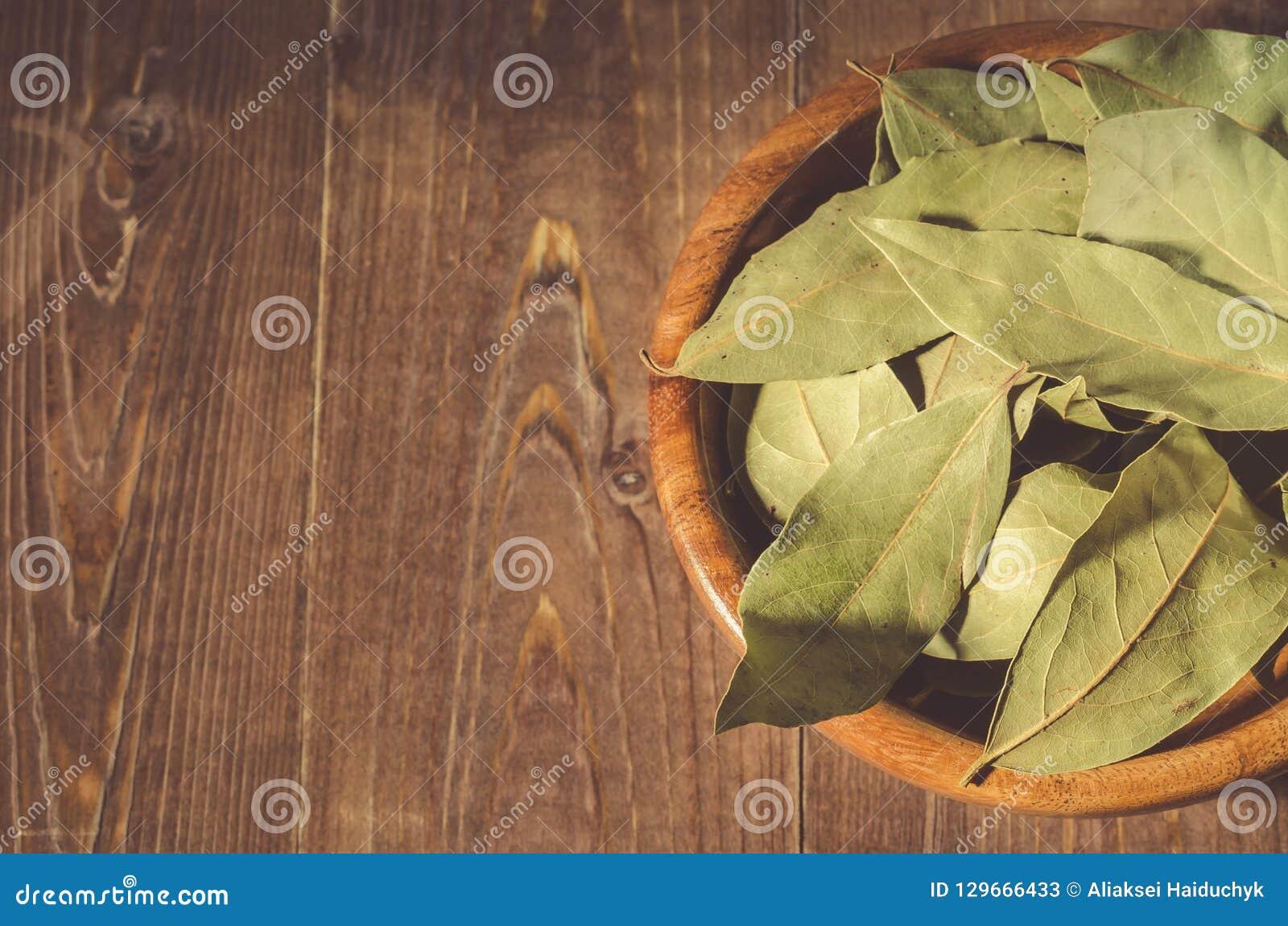 Bay leaf in a wooden bowl/bay leaf in a wooden bowl on a wooden