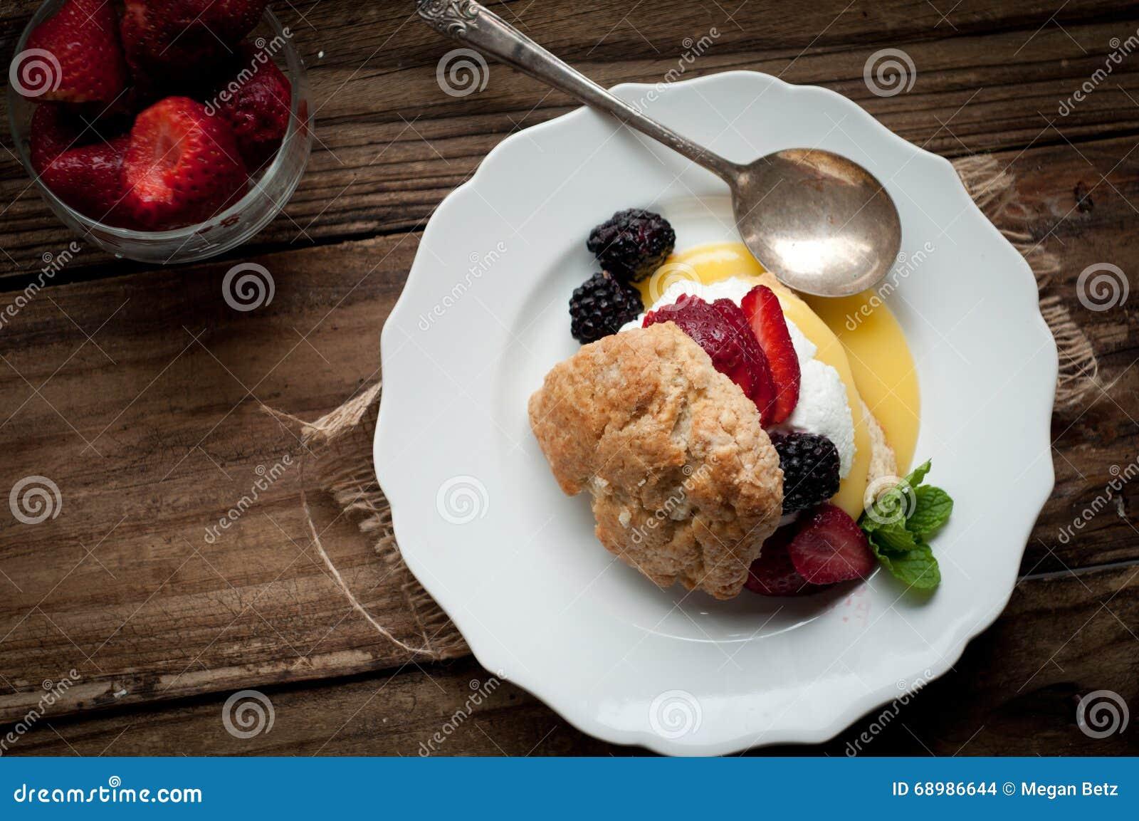 Baya y limón Curd Shortcake
