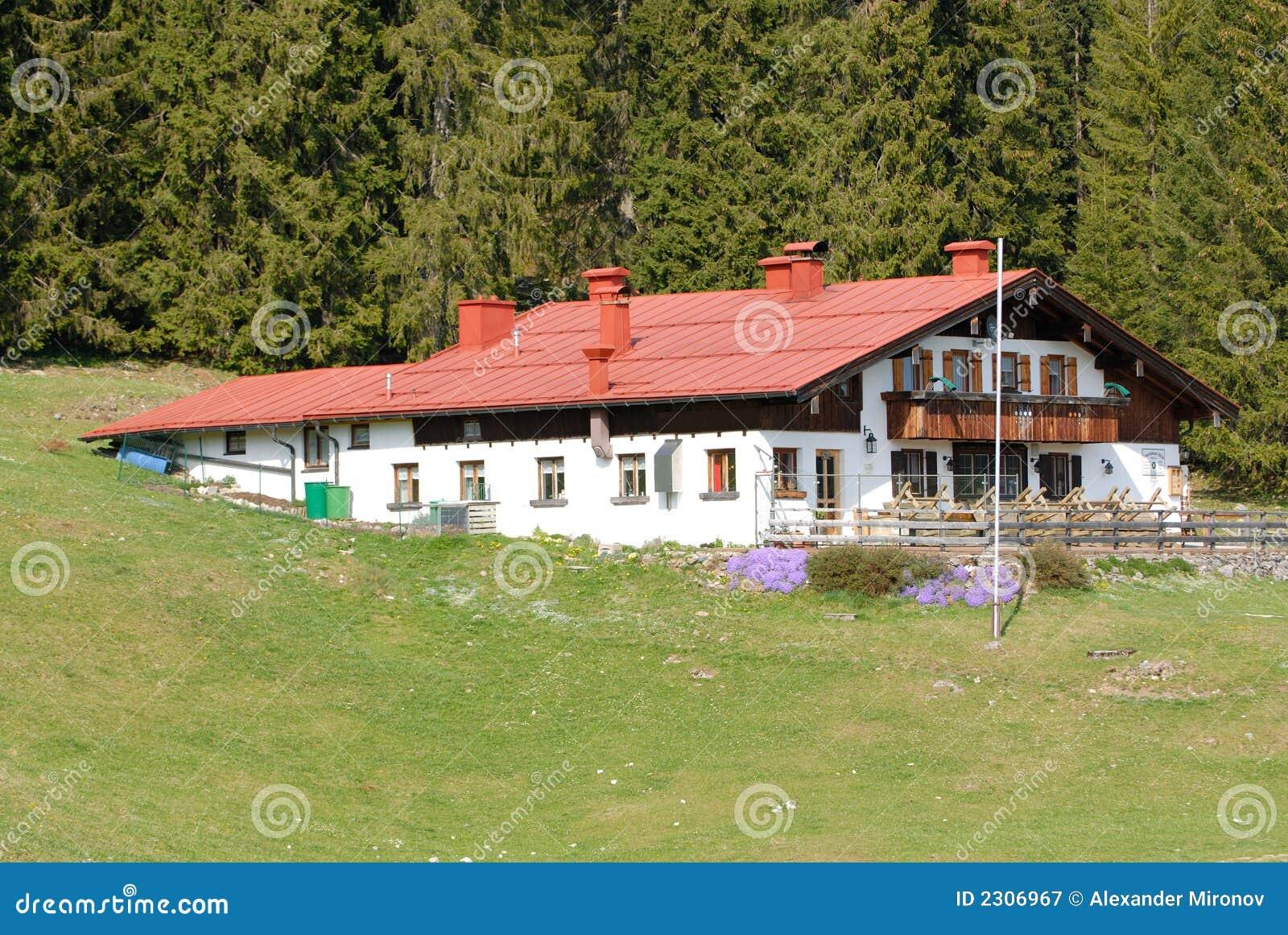 bayerisches haus rotes dach lizenzfreie stockfotografie bild 2306967. Black Bedroom Furniture Sets. Home Design Ideas