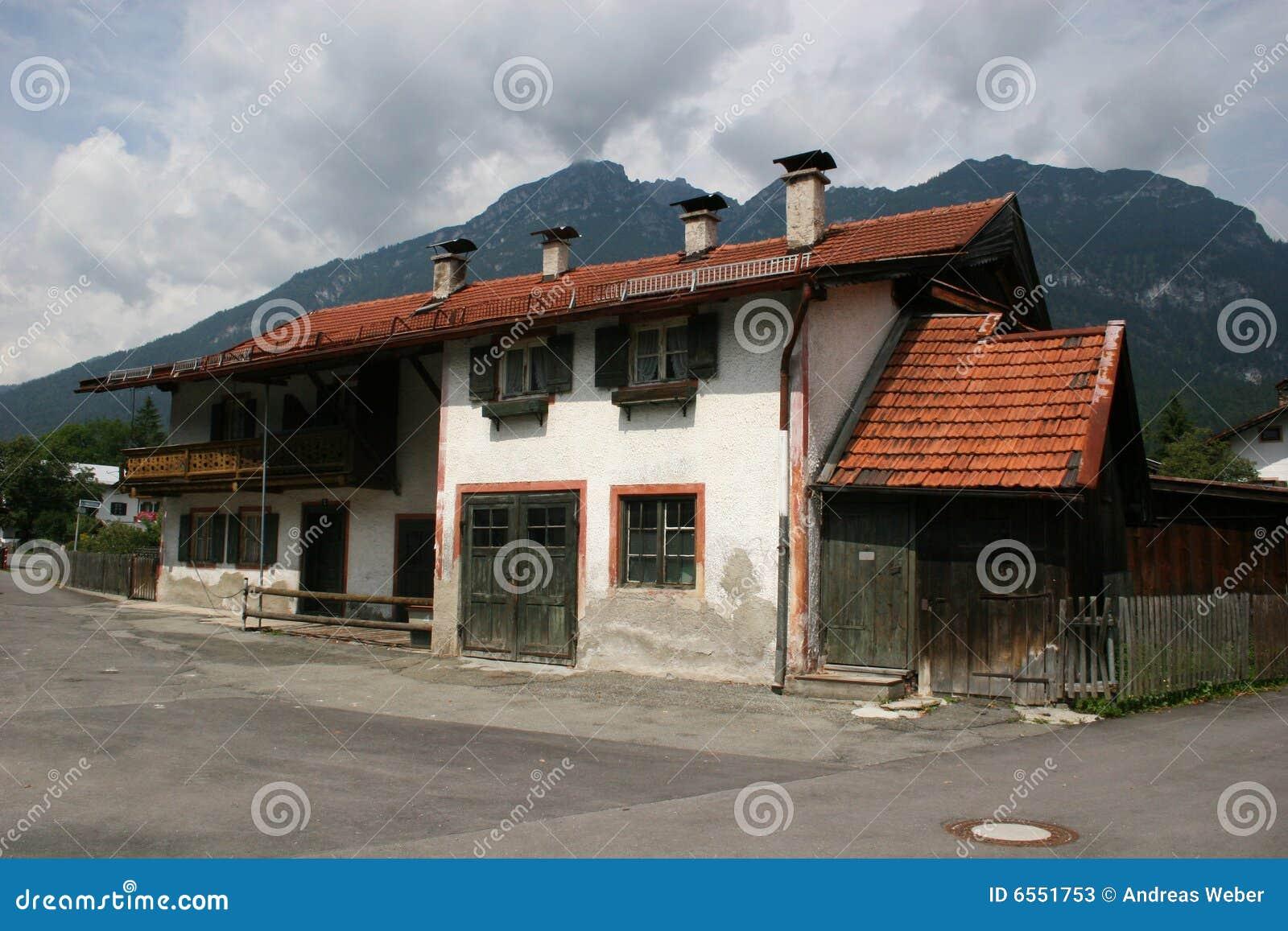 Bayern Typisches Haus In Garmisch Partenkirchen
