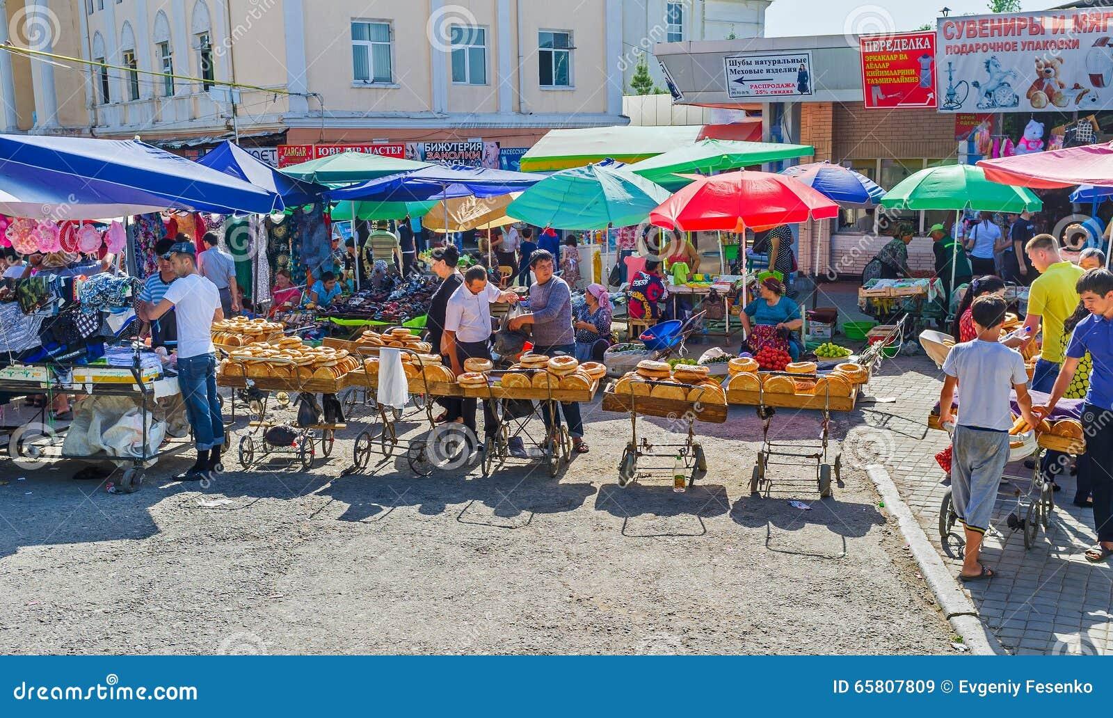 Bazar di visita di Chorsu