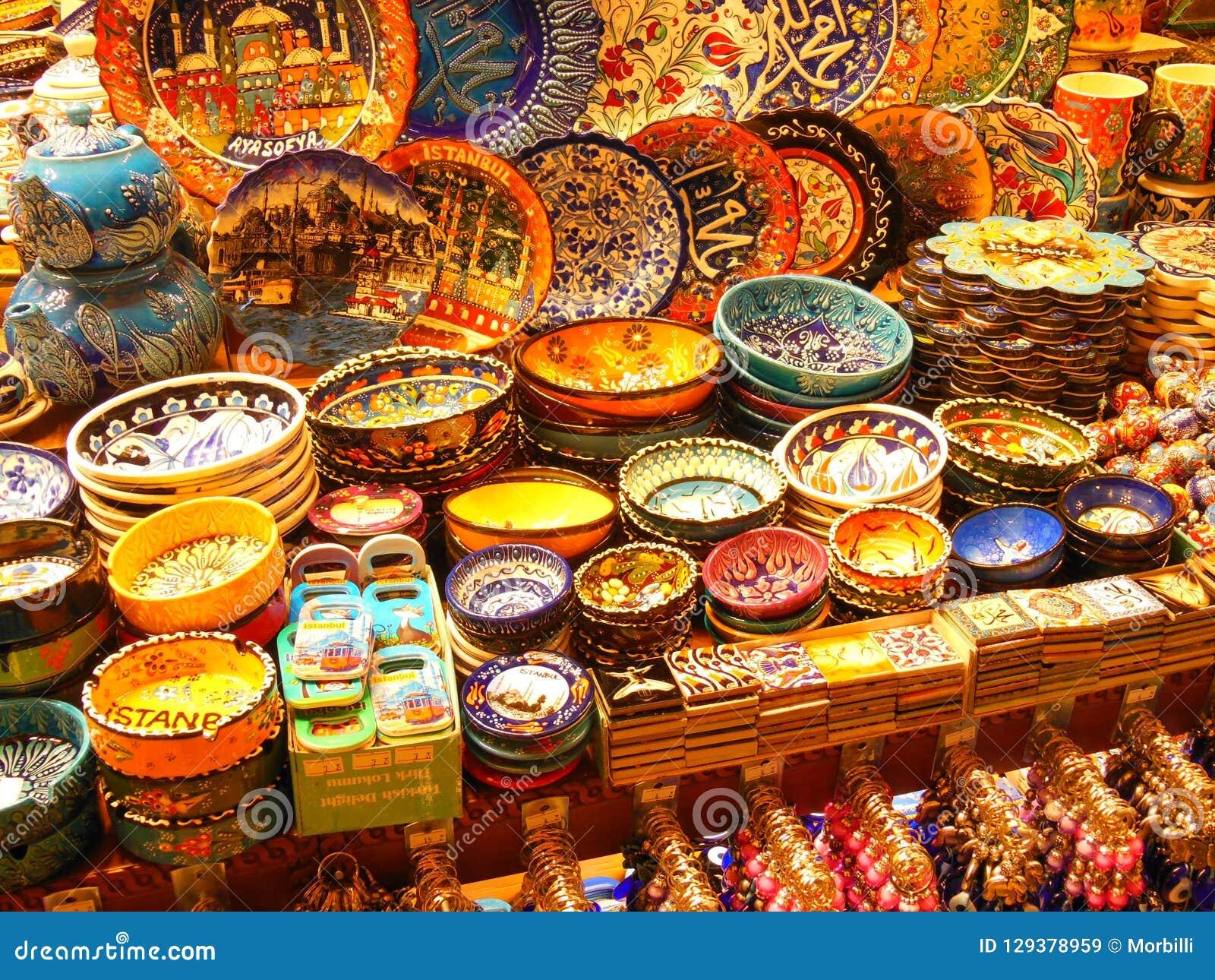 Bazar przy Istanbuł, kolorowa ceramika