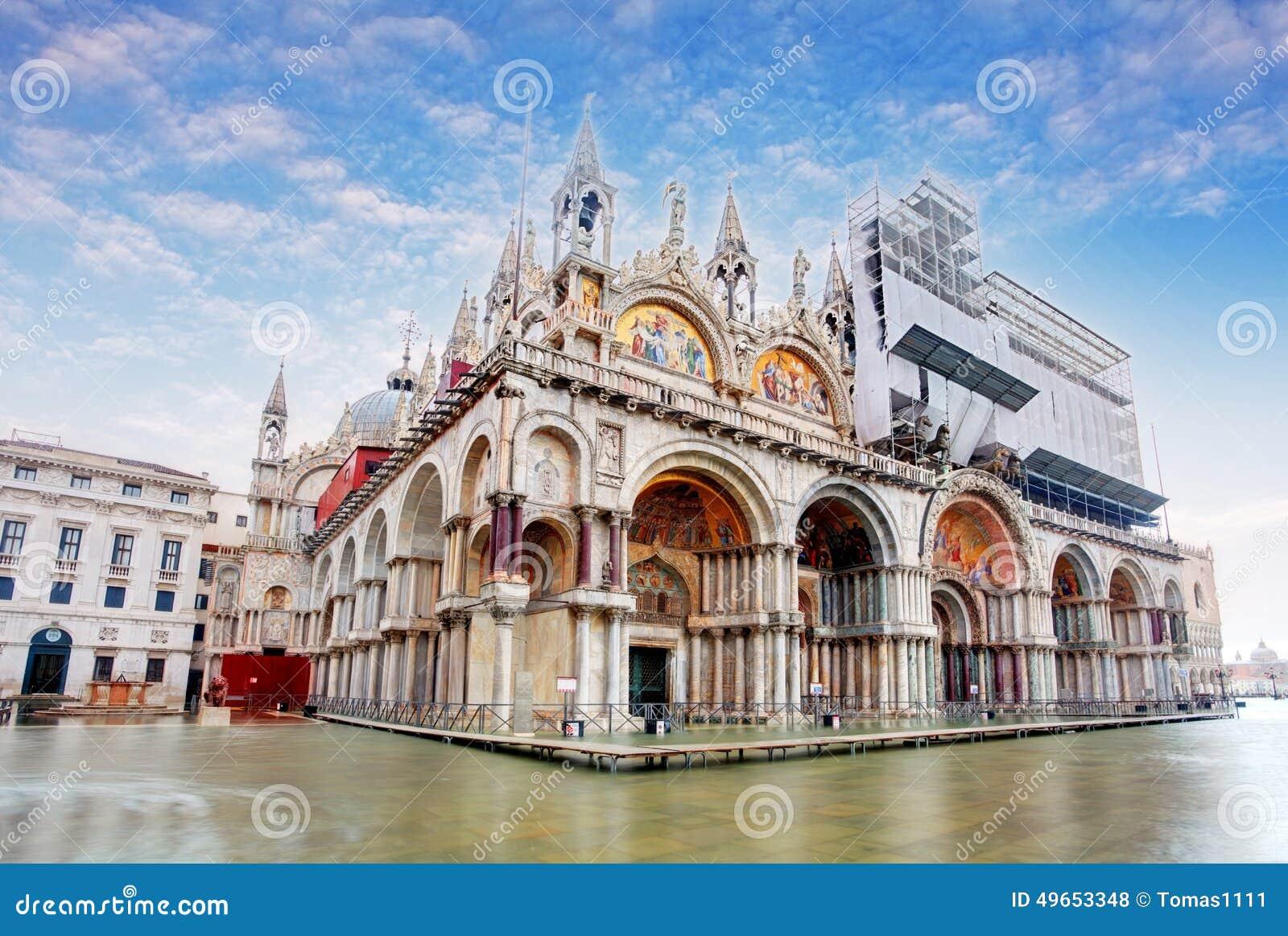 Bazylika Di San Marco pod ciekawić chmury, Wenecja, Włochy