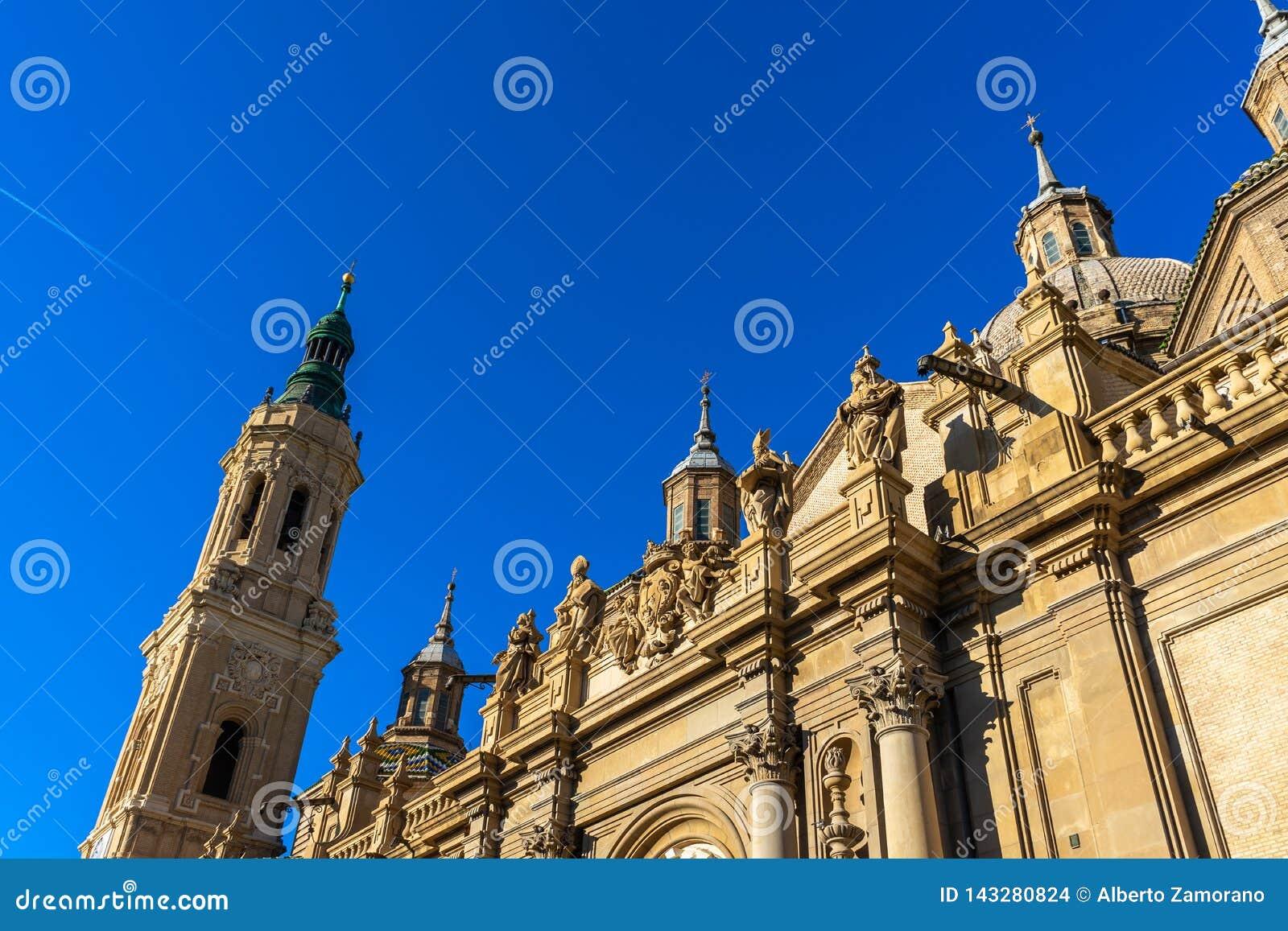 Bazyliki De Nuestra señora del Pilar katedra w Zaragoza, Hiszpania