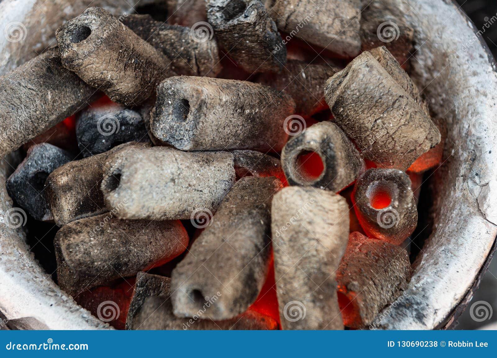 BBQ grilla jama Z Rozjarzonym I Płomiennym Gorącym węglem drzewnym Brykietuje,