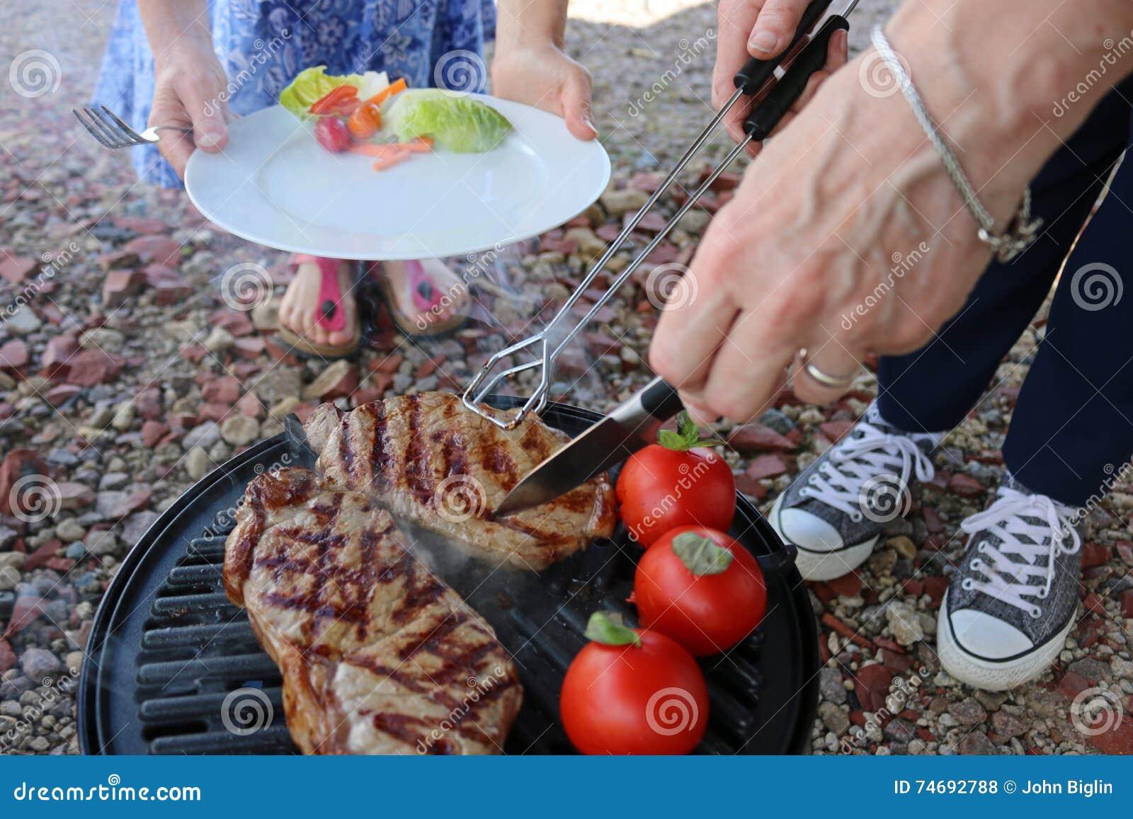 Bbq-Steak, das gedient wird