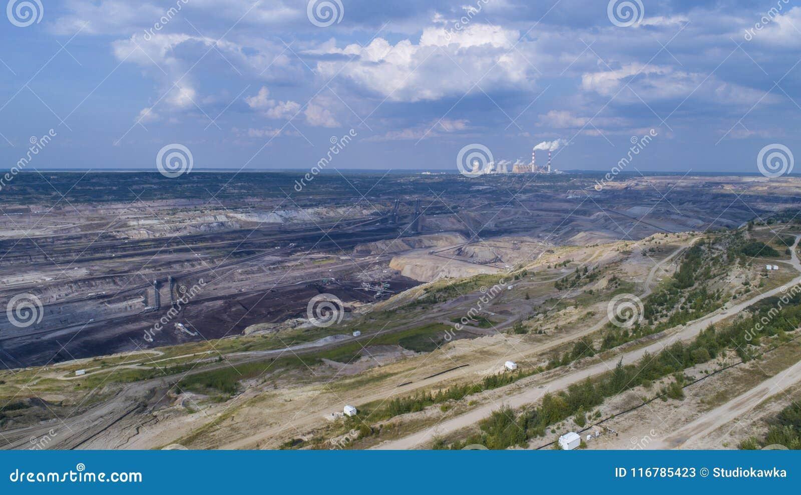 BeÅ 'chatà ³ w kopalnia w tle elektrownia, Polska, 08 2017, widok z lotu ptaka