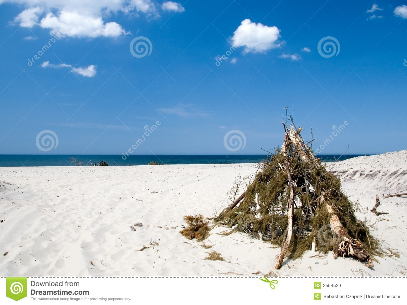 Beach tent & Beach tent stock photo. Image of isolation wood sand - 2554520